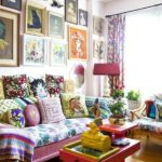 Living cu decor maximalist