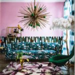 Living modern cu decor maximalist